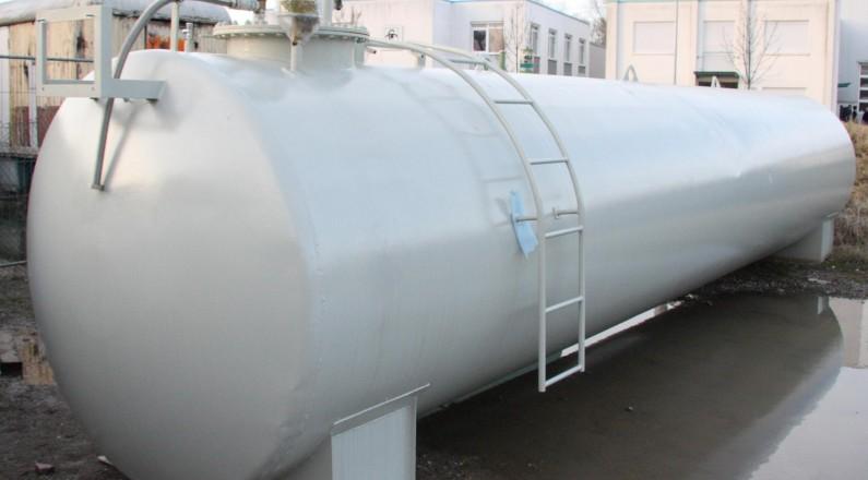 gebrauchter Lagertank wurde mit neuem Anstrich versehen