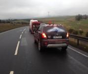 Beseitigung der Ölspur mit Sicherheitsfahrzeug